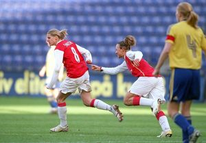 kelly smith celebrates scoring arsenals and her 2nd