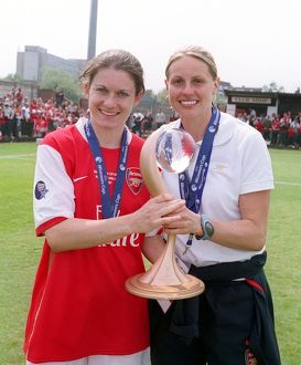 kelly smith and karen carney arsenal with