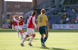 kelly smith scores arsenals 1st goal from a free kick