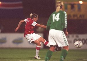kelly smith scores arsenals 2nd goal