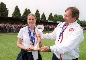 kelly smith and vic akers the arsenal manager