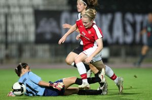 kim little arsenal eleni charalampidou poak