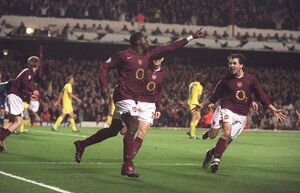 Kolo Toure celebrates scoring Arsenal's 1st goal. Arsenal 1:0 Villareal