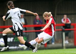 laura coombs scores arsenals 9th goal