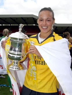 lianne sanderson arsenal with the fa cup trophy