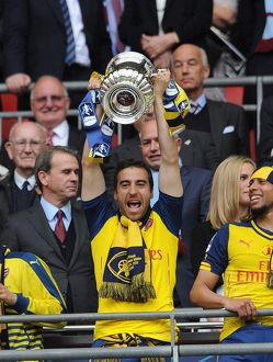 mathieu flamini arsenal lift the fa cup after the match