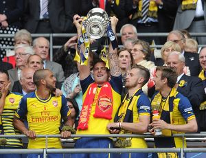 olivier giroud arsenal lift the fa cup after the match