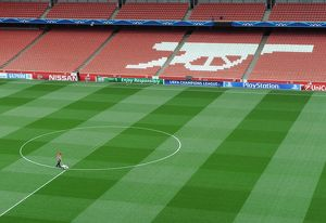 The pitch is marked out before the match. Arsenal 1:0 Besiktas. UEFA Champions League