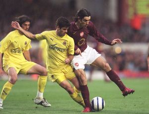 Robert Pires (Arsenal) Cesar Arzo (Villarreal). Arsenal 1:0 Villarreal