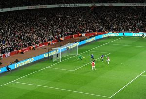 robin van persie arsenal shoots wide past