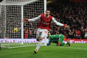 robin van persie celebrates scoring the 3rd arsenal