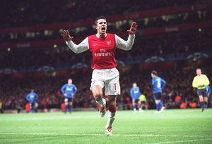 robin van persie celebrates scoring arsenals