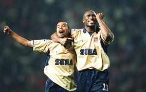 Sol Campbell and Ashley Cole celebrate the Arsenal Championship win