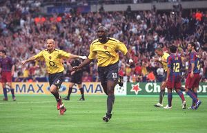 sol campbell celebrates scoring arsenals