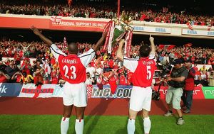 Sol Campbell and Martin Keown (Arsenal) lift the F.A