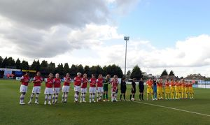 the teams line up before the match arsenal ladies 4