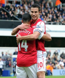 Theo Walcott celebrates scoring Arsenal's goal with Robin van Persie. Queens Park Rangers 2