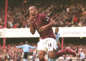 Thierry Henry (Arsenal) celebrates Arsenal's goal. Arsenal 1:0 Manchester City