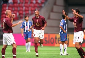Thierry Henry (Arsenal) celebrates Freddie Ljungberg's 1st goal with Robert Pires