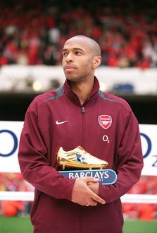 Thierry Henry (Arsenal) with his Golden Boot Award