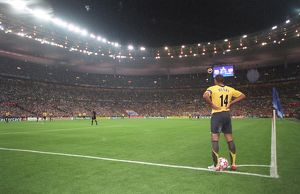 thierry henry arsenal waits to take a corner