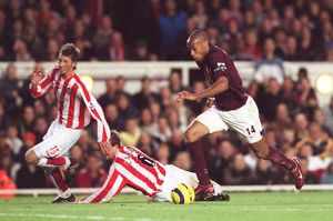 Thierry Henry beats Staven Caldwell (Sunderland) on his way to scoring Arsenal's 3rd goal