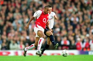 Thierry Henry breaks through the Tottenham defence on his way to scoring the 1st Arsenal goal