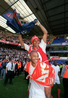 Thierry Henry and Gilberto (Arsenal) celebrates winning the league
