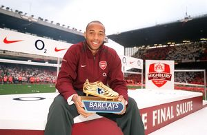 Thierry Henry with his Golden Boot Award. Arsenal 4:2 Wigan Athletic