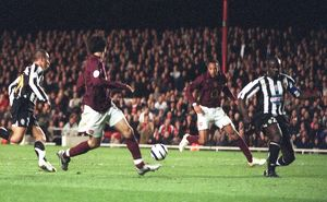 Thierry Henry scores Arsenal's 2nd goal from a pass from Cesc Fabregas