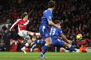 Tomas Rosicky scores Arsenal's 2nd goal under pressure from Lucas Neill (Everton)