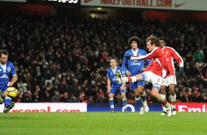 Tomas Rosicky shoots past Everton goalkeeper Tim Howard to score the 2nd Arsenal goal