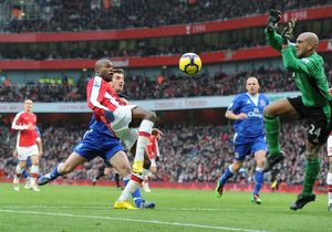 William Gallas (Arsenal) Tim Howard (Everton). Arsenal 2:2 Everton, Barclays Premier League