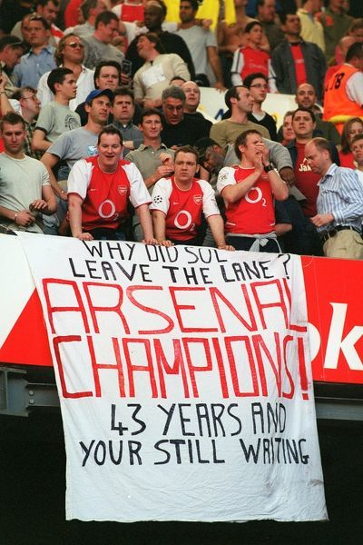 arsenal fans celebrate winning league tottenham