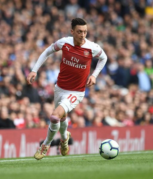LONDON, ENGLAND - MAY 05: Mesut Ozil of Arsenal during the Premier League match between Arsenal FC and Brighton & Hove Albion at Emirates Stadium on May 5, 2019 in London, United Kingdom