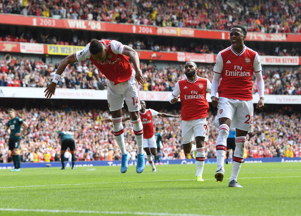 LONDON, ENGLAND - AUGUST 17: (L) Pierre-Emerick Aubameyang celebrates scoring the 2nd Arsenal goal with (R) Joe Willock during the Premier League match between Arsenal FC and Burnley FC at Emirates Stadium on August 17, 2019 in London, United Kingdom