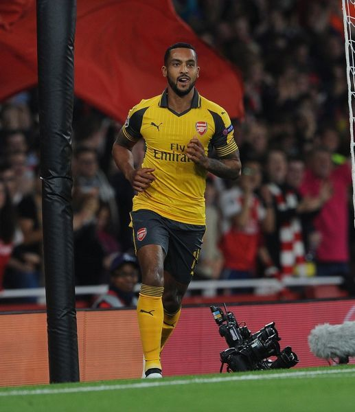 LONDON, ENGLAND - SEPTEMBER 28: Theo Walcott celebrates scoring his and Arsenal's 1st goal during the UEFA Champions League match between Arsenal FC and FC Basel 1893 at Emirates Stadium on September 28, 2016 in London, England