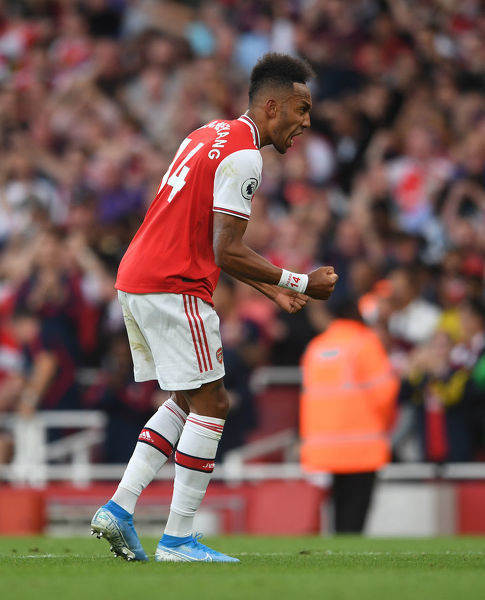 LONDON, ENGLAND - SEPTEMBER 01: Pierre-Emerick Aubameyang celebrates scoring Arsenal's 2nd goal during the Premier League match between Arsenal FC and Tottenham Hotspur at Emirates Stadium on September 01, 2019 in London, United Kingdom