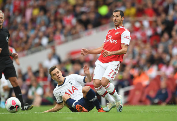 LONDON, ENGLAND - SEPTEMBER 01: Henrihk Mkhitaryan of Arsenal is challenged by Giovani Lo Celso of Tottenham during the Premier League match between Arsenal FC and Tottenham Hotspur at Emirates Stadium on September 01, 2019 in London, United Kingdom