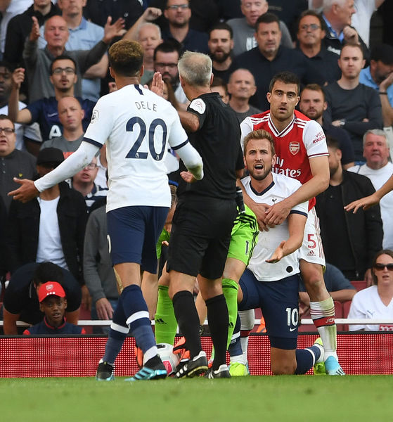 LONDON, ENGLAND - SEPTEMBER 01: Sokratis of Arsenal hugs Harry Kane of Tottenham during the Premier League match between Arsenal FC and Tottenham Hotspur at Emirates Stadium on September 01, 2019 in London, United Kingdom