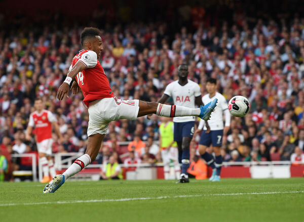LONDON, ENGLAND - SEPTEMBER 01: Pierre-Emerick Aubameyang scores Arsenal's 2nd goal during the Premier League match between Arsenal FC and Tottenham Hotspur at Emirates Stadium on September 01, 2019 in London, United Kingdom