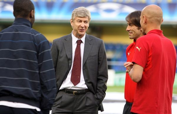 Arsenal manager Arsene Wenger with ex Arsenal players