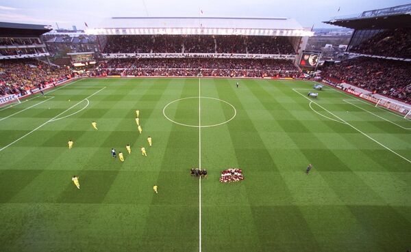 arsenal team group picture taken match floodlit