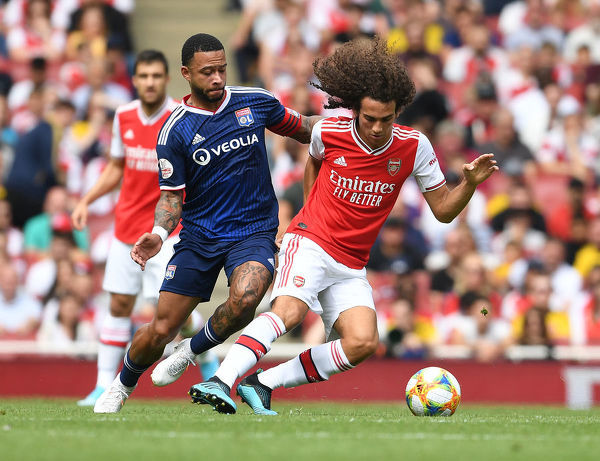 LONDON, ENGLAND - JULY 28: Matteo Guendouzi of Arsenal breaks past Memphis Depay of Lyon during the Emirates Cup match between Arsenal and Olympic Lyonnais at Emirates Stadium on July 28, 2019 in London, England
