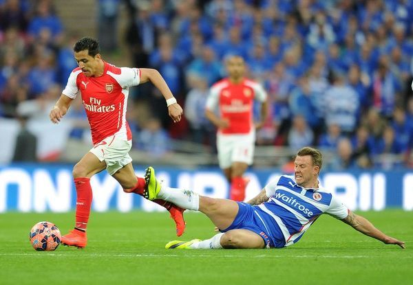 LONDON, ENGLAND - APRIL 18: Alexis Sanchez of Arsenal takes on Simon Cox of Reading during the match between Arsenal and Reading in the FA Cup Semi Final at Wembley Stadium on April 18, 2015 in London, England