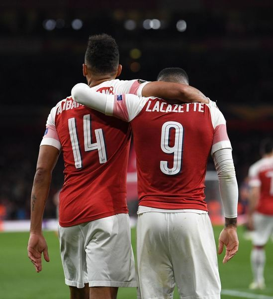 LONDON, ENGLAND - MAY 02: Pierre-Emerick Aubameyang celebrates scoring Arsenal's 3rd goal with Alexandre Lacazette during the UEFA Europa League Semi Final First Leg match between Arsenal and Valencia at Emirates Stadium on May 2, 2019 in London, England