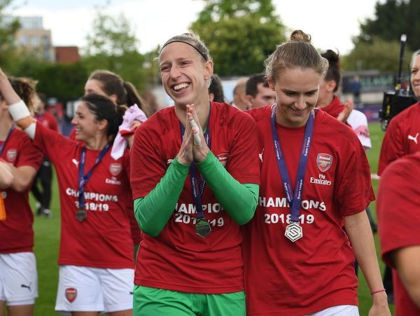 BOREHAMWOOD, ENGLAND - MAY 11: Sari van Veenendaal and Vivianne Miedema of Arsenal clap the fans after the match between Arsenal Women and Manchester City Women at Meadow Park on May 11, 2019 in Borehamwood, England