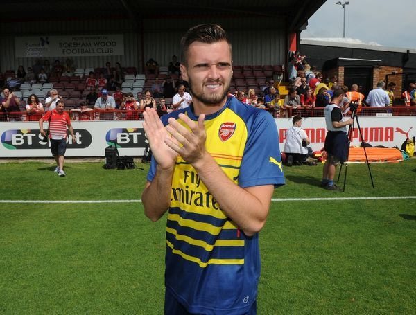 carl jenkinson arsenal warms match boreham wood 0