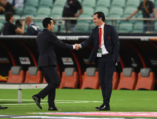 BAKU, AZERBAIJAN - MAY 29: Arsenal Head Coach Unai Emery shaks hands with Pedro of Chelsea before the UEFA Europa League Final between Chelsea and Arsenal at Baku Olimpiya Stadionu on May 29, 2019 in Baku, Azerbaijan