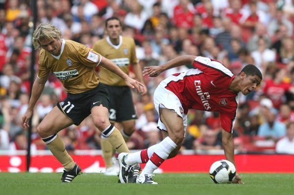 Denilson (Arsenal) Pavel Nedved (Juventus)
